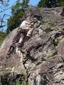 サンセット(5.10a)を登るHINAさん