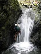 深い釜をもつ滝の直登