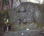 参道にある石仏