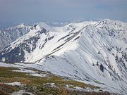 山頂から国境稜線を望む