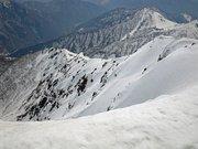 谷川岳山頂から眺める西黒尾根